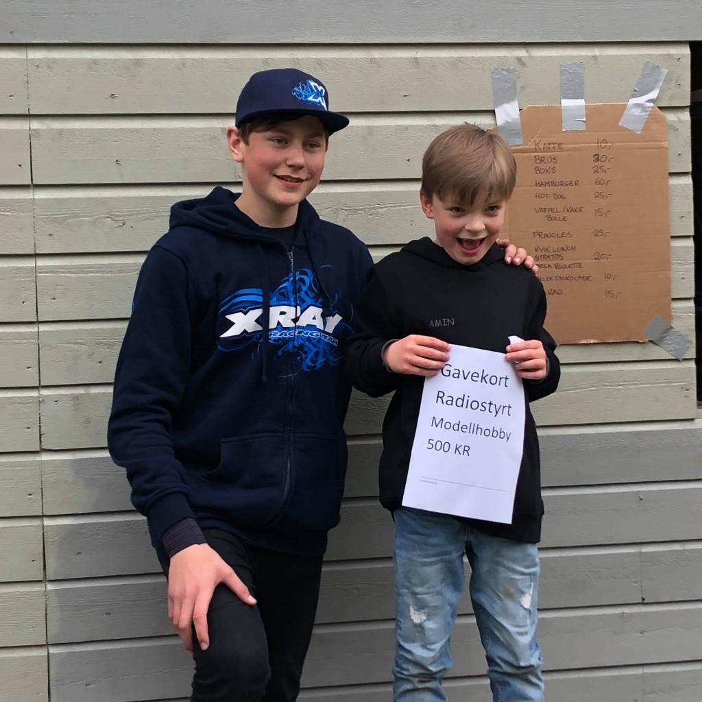 Daniel vant også Dash4Cash lørdagen men donerte vekk premien. Cred! Niklas Roos hadde et spennende D4C opplegg som vi håper å se mer av fremover. For publikum var det også en høydare når en østauropeisk modellbil tar tunell på gardintrappen i 70km/t... (Foto: M.Kobbevik)